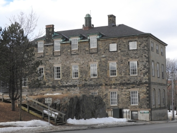 read of The Old Court House a National Historic site the rear of the building is fenced off and Inaccessible, just a bit pile of dirt now