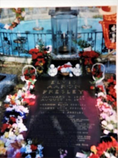 Elvis Presley's grave at Graceland